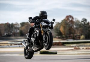 Speed-Triple-1200-RS---Accessories-Riding-2